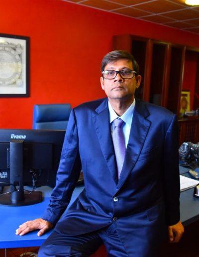 Jacques Gaddarkhan sur son bureau de direction